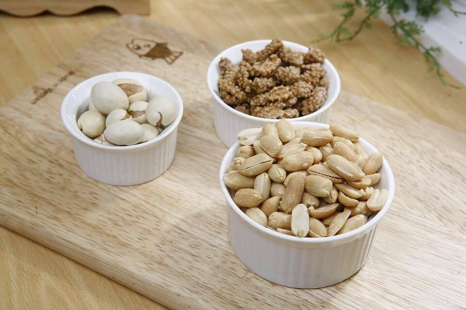 Орехи собакам: вред и польза. можно ли собакам давать орехи? можно ли шпицам орехи